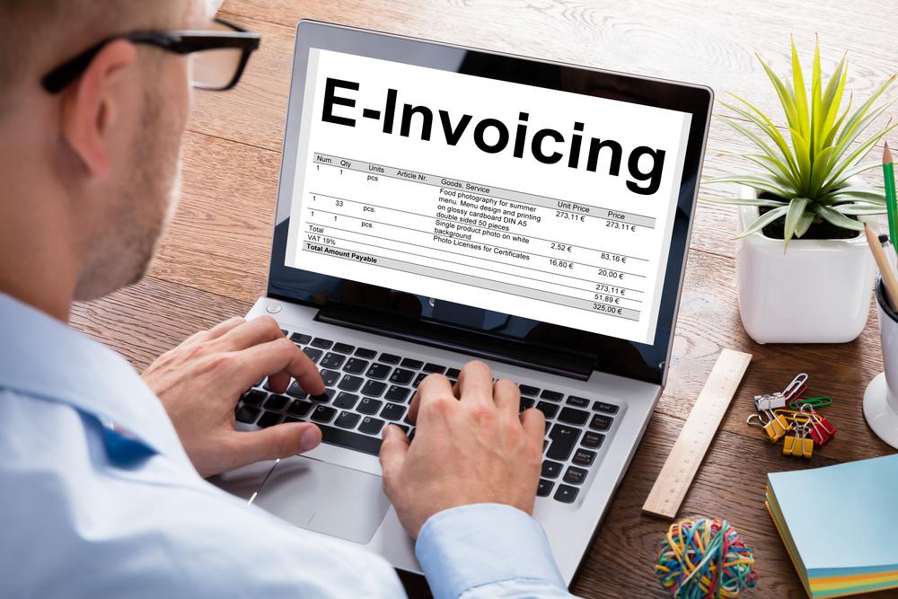 Η Ιταλία θεσπίζει πρώτη στην ΕΕ την υποχρεωτική ηλεκτρονική τιμολόγηση B2B για την καταπολέμηση της απάτης του ΦΠΑ