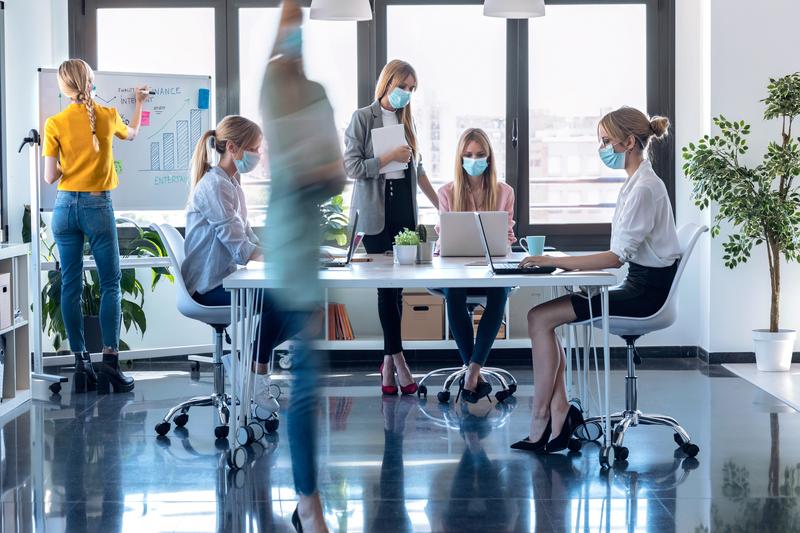 Υποχρεωτική χρήση μάσκας και σε κλειστούς χώρους εργασίας σε ιδιωτικό και δημόσιο τομέα - Όλα τα νέα μέτρα για την Αττική
