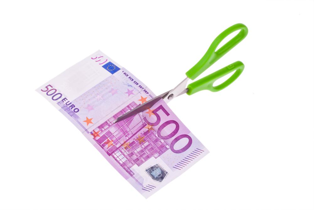 Αρνητική γνωμοδότηση από την ΕΚΤ για τη μείωση στα 300 ευρώ του ορίου συναλλαγων με μετρητά