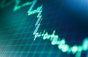 Η πρόσφατη διεθνής χρηματιστηριακή διόρθωση ανησυχεί το οικονομικό επιτελείο
