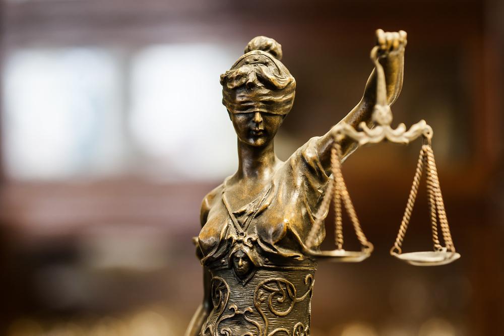 Στη Δικαιοσύνη υποθέσεις καταστρατήγησης της Επιστρεπτέας Προκαταβολής και αναστολών συμβάσεων εργασίας