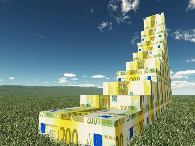 ΟΟΣΑ: «Μεταξύ 2015-2016 η Ελλάδα εμφάνισε τη μεγαλύτερη αύξηση στα έσοδα και τη μεγαλύτερη μείωση στις δαπάνες»