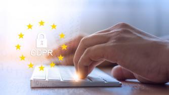 GDPR: Επιβολή προστίμου από την ΑΠΔΠΧ για μη νόμιμη επεξεργασία δεδομένων και μη ορθή ανταπόκριση σε δικαιώματα πρόσβασης και διαγραφής