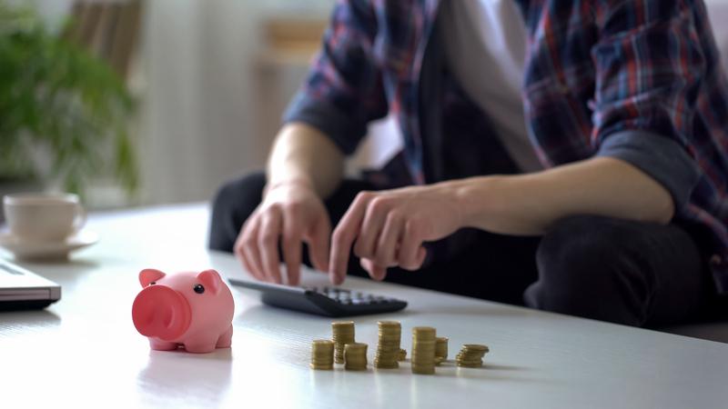Αυξήθηκε το διαθέσιμο εισόδημα και η καταναλωτική δαπάνη των νοικοκυριών το πρώτο τρίμηνο του 2019