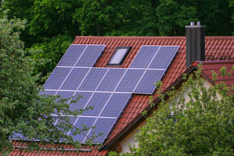 ΥΠΕΝ: Επενδύσεις 8 δις ευρώ για δράσεις ενεργειακής εξοικονόμησης την επόμενη δεκαετία - Προτεραιότητα τα έξυπνα και ενεργειακά αυτόνομα κτίρια