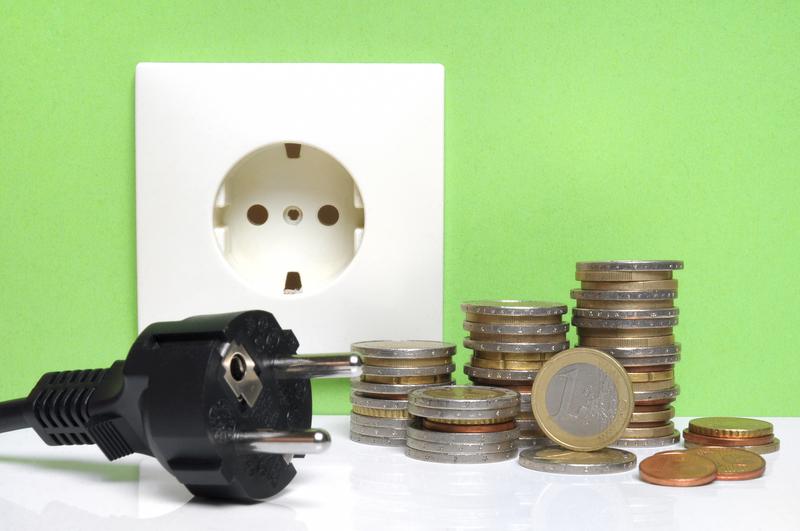 Τιμολόγια ρεύματος: Επιδότηση 30 ευρώ ανά μεγαβατώρα. ΥΠΕΝ: Αφορά όλους τους καταναλωτές ανεξάρτητα από τον πάροχο με τον οποίον είναι συμβεβλημένοι