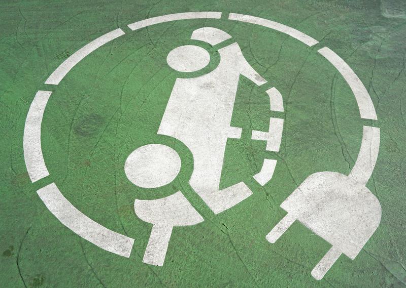 Κ. Χατζηδάκης: Φορτιστές έως το τέλος του 2021 στις Εθνικές Οδούς - Ενίσχυση 40% για τα ηλεκτρικά ποδήλατα