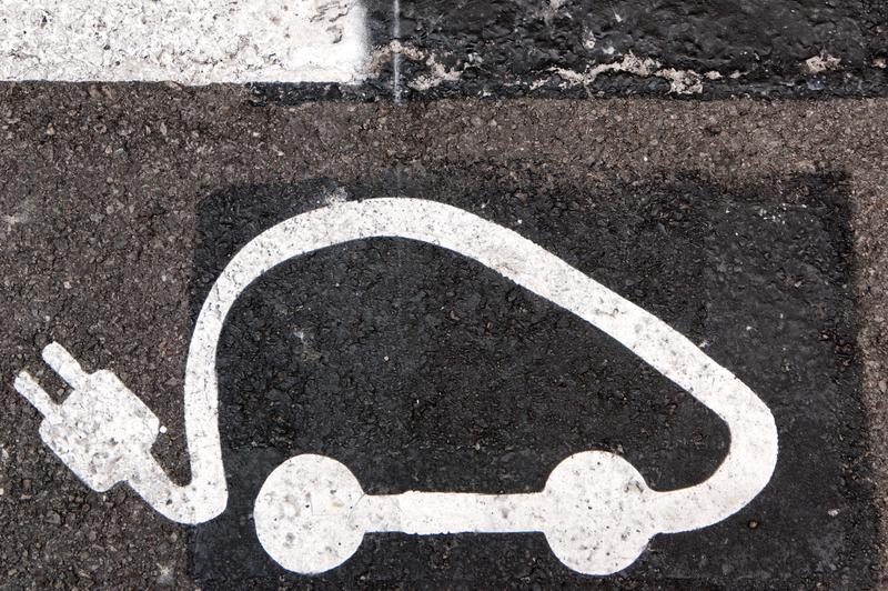 Ηλεκτροκίνηση - Οι τέσσερις άξονες του σχεδίου του Υπ. Υποδομών και Μεταφορών: Αδειοδότηση και λειτουργία συνεργείων επισκευής και συντήρησης ηλεκτρικών οχημάτων - Άδεια ασκήσεως επαγγέλματος τεχνίτη ηλεκτρικών οχημάτων - Ανανέωση στόλου