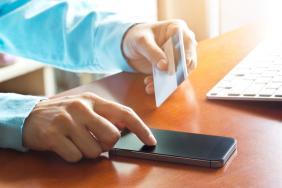 Η πρόταση του IOBE για να αυξήσει η Ελλάδα τα ετήσια έσοδα ΦΠΑ κατά 21% - Οι ηλεκτρονικές πληρωμές μετά τους κεφαλαιακούς περιορισμούς