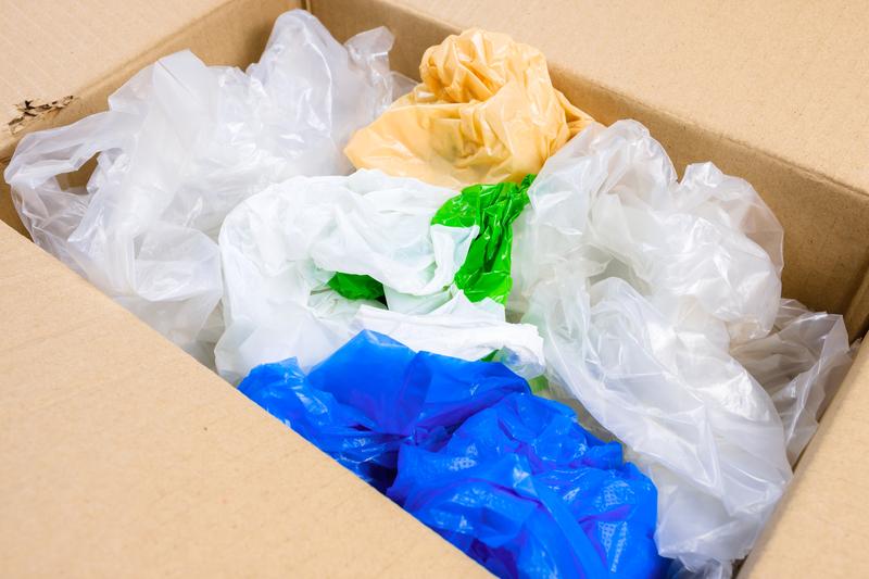 Πλαστικές σακούλες - ΥΠΕΝ: 4 δράσεις για να επιστρέψουν στους πολίτες τα χρήματα από το τέλος