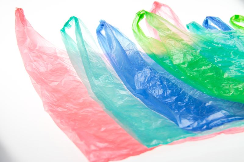 Πλαστικές σακούλες: Ξεκινά η πιλοτική εφαρμογή του μέτρου απόδοσης στους πολίτες του περιβαλλοντικού τέλους