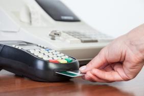 Θ. Σκυλακάκης: «Κανένα πρόβλημα δεν θα δημιουργηθεί από την επιβολή ενιαίου ποσοστού 30% για το εισόδημα που καταναλώνεται με ηλεκτρονικές πληρωμές»