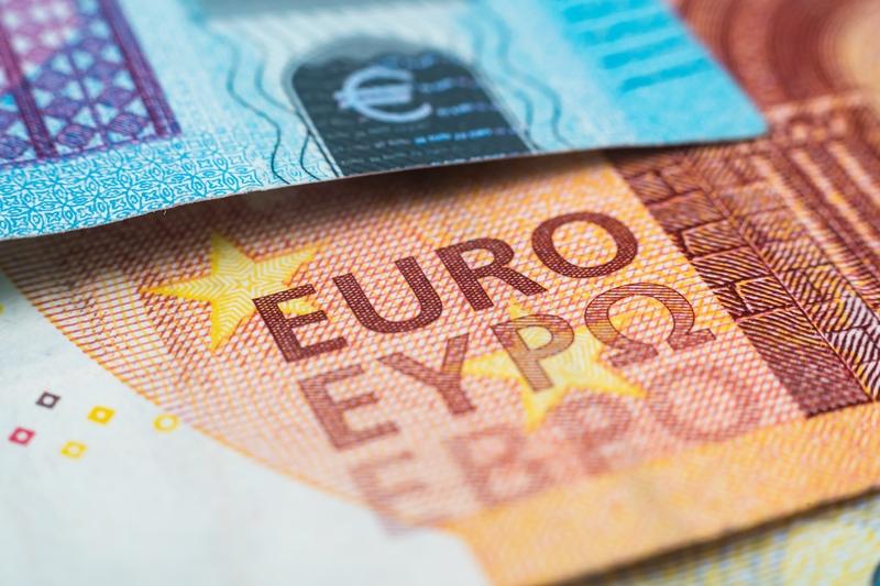 Ισορροπία μεταξύ δανεισμού επιχειρήσεων και περιθωρίου τραπεζών αναζητεί η ΕΚΤ