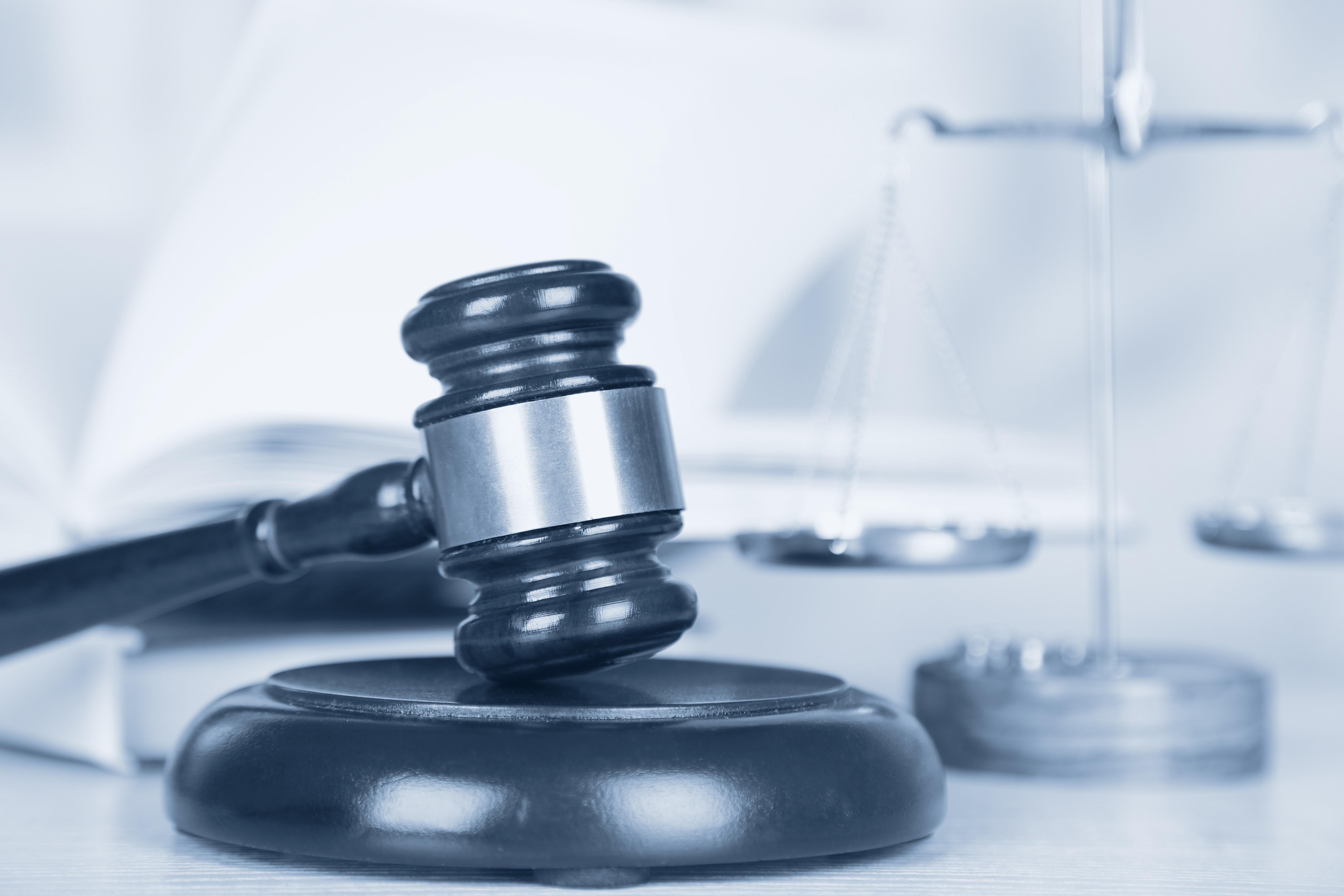 Ομοσπονδία Δικαστικών Επιμελητών: Διευκρινίσεις για πλειστηριασμούς, κατασχέσεις, προθεσμίες