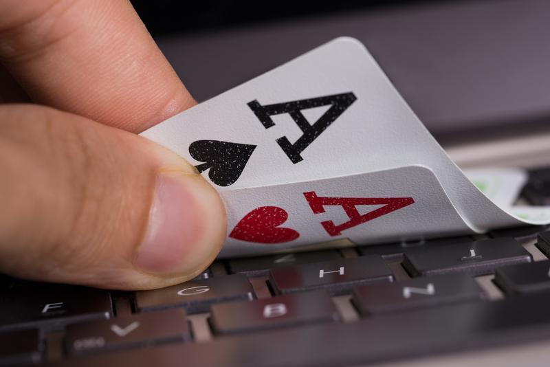 Τυχερά παίγνια μέσω διαδικτύου - Χ. Σταϊκούρας: «Δεν αλλάζει η φορολογία των παιγνίων επί των ακαθάριστων εσόδων»
