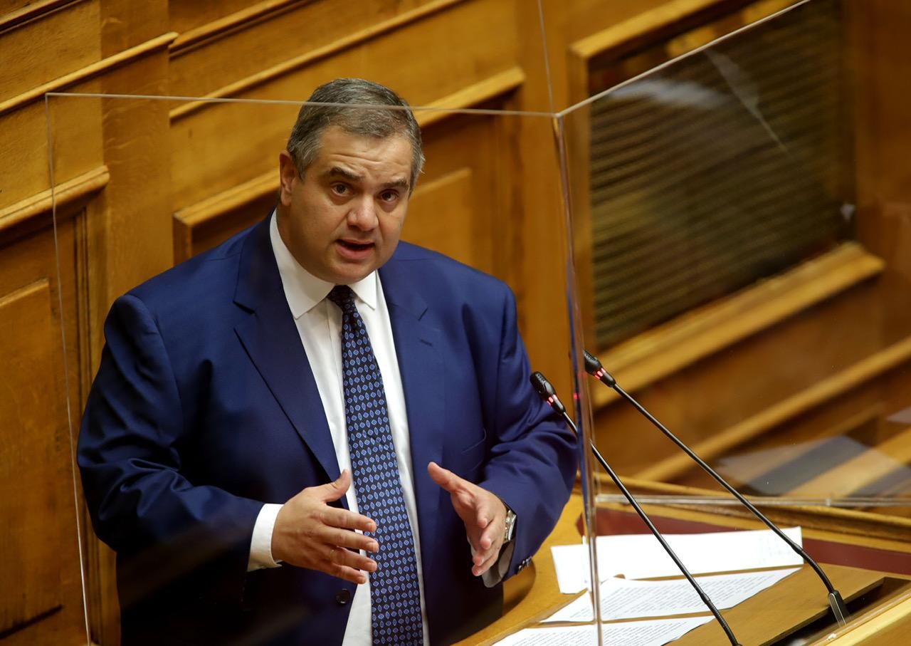 Τον αυτόματο συμψηφισμό αναδρομικών ποσών συντάξεων και οφειλών που ξεπερνούν τα ανώτατα θεσμοθετημένα όρια για την άμεση συνταξιοδότηση ζητάει ο Β. Σπανάκης